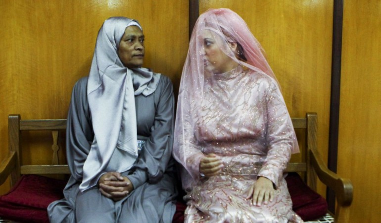 15 JUNE 2013 NEEDA AND AUNTY MONI IN THE CLAREMONT MOSQUE, CAPE TOWN. PICTURE LAUREN MULLIGAN