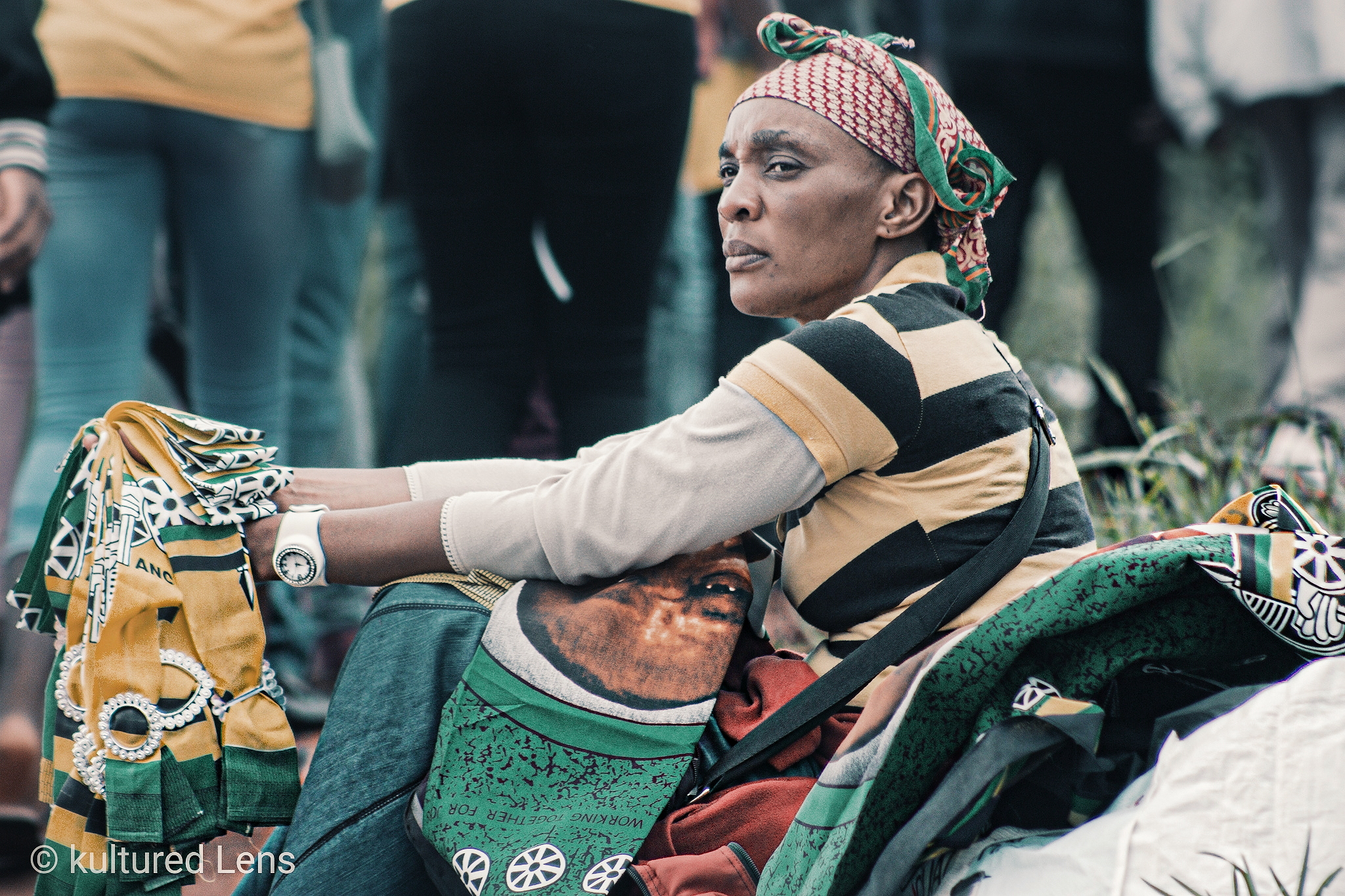 A woman sitting down selling regalia taken by Karabo Maila